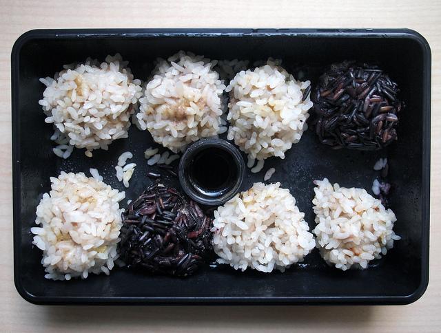 Almôndegas de carne cobertas com arroz e feitas no vapor por Xurxo Martínez, março de 2013