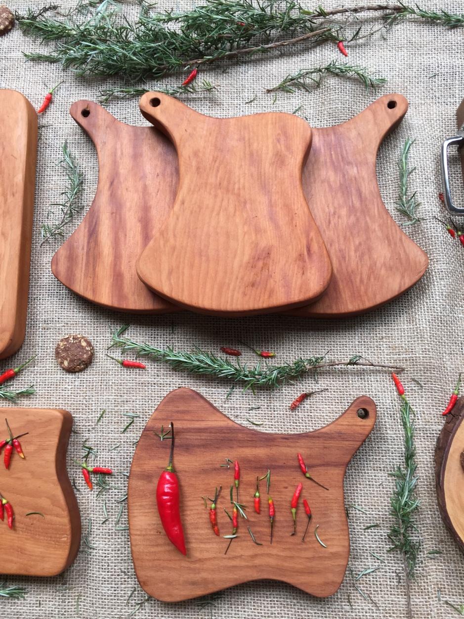 Tábuas de corte da marca Taubá, de madeira eco-friendly