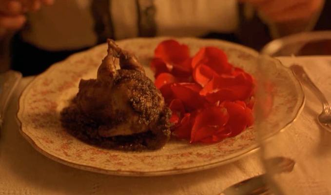 Codorna ao molho de rosas, prato que faz parte do enredo