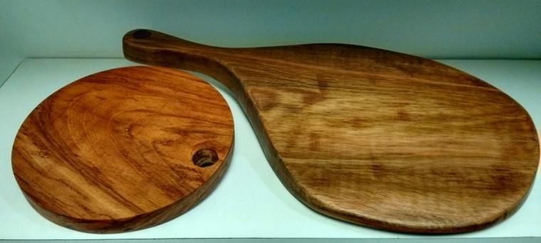 Tábuas artesanais da Taubá exploram ao máximo o potencial do tronco como peça única - R$ 120 e R$ 240