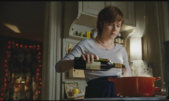 Julie prepara prato para depois descrever tudo em seu blog