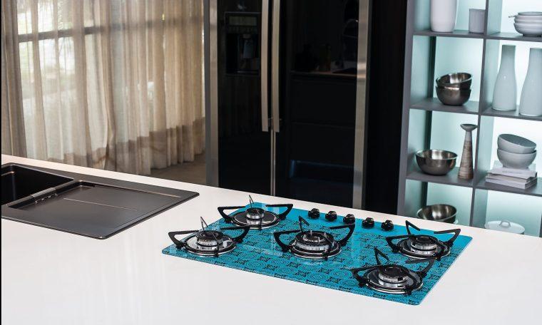 Cooktop Casavitra com cor viva e design moderno se destaca na cozinha