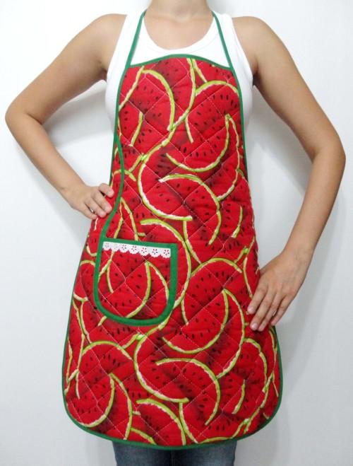Avental de tricoline com forro plastificado, ideal para lavar louça, vendedor A Casa da Mãe Joana, R$ 20, na aqui