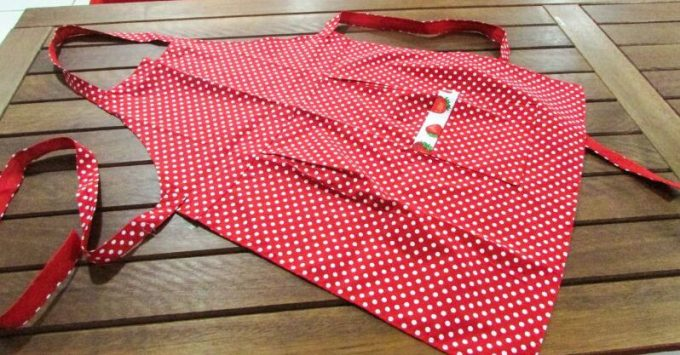 Vermelho, quente, chique e com poá... do Ponto de Afeto Atelier, R$ 35, e mais estampas, aqui