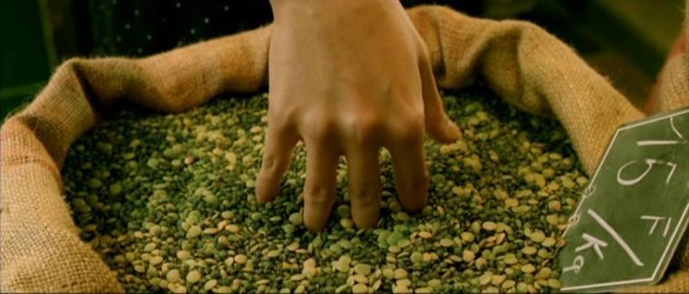 Um dos prazeres favoritos da personagem, enfiar a mão em sacos de grãos